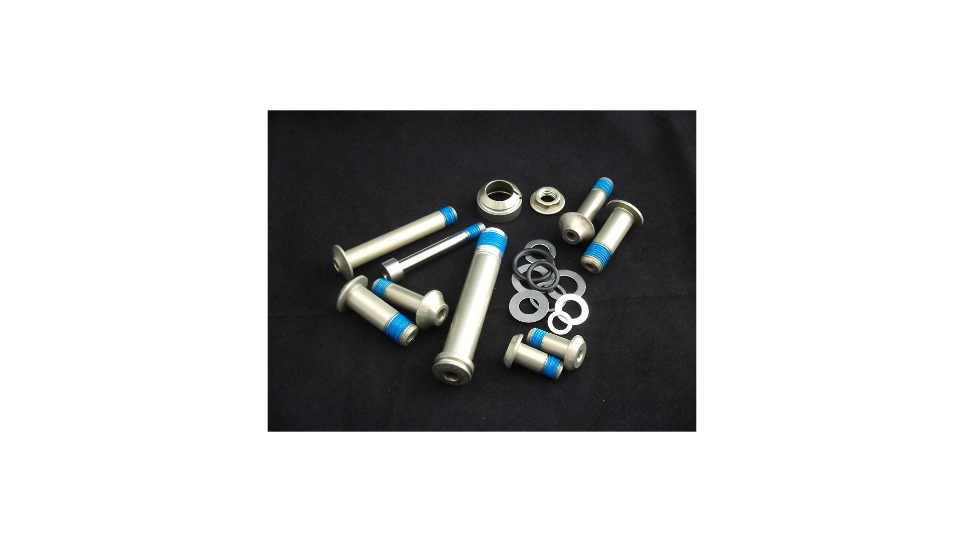 MY11-13 Epic Bolt Kit for Carbon Rear Triangle 2012 1 IBKBike.es